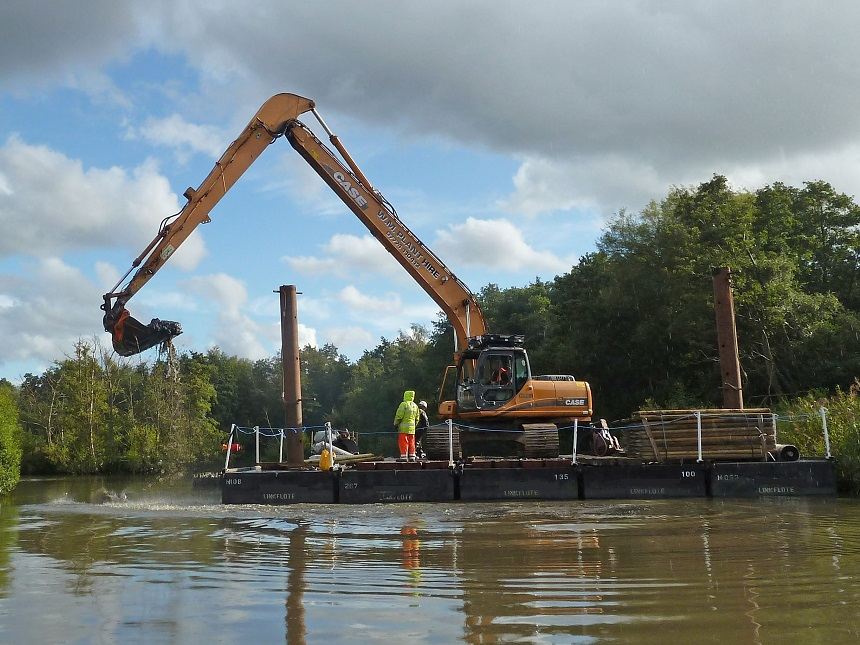 Lake dredging using Pontoon