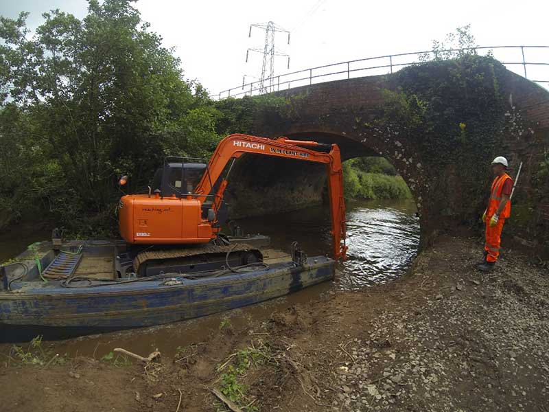 8 tonne long reach on pontoon