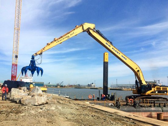 CAT 385 with grapple at Greenport Hull placing rock armour